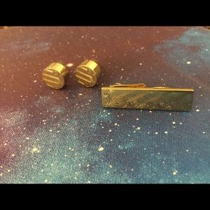Other - Men's matching tie bar and cuff links